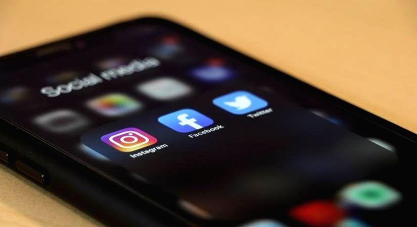 Women spending 1/6th of their day on social media: Survey.