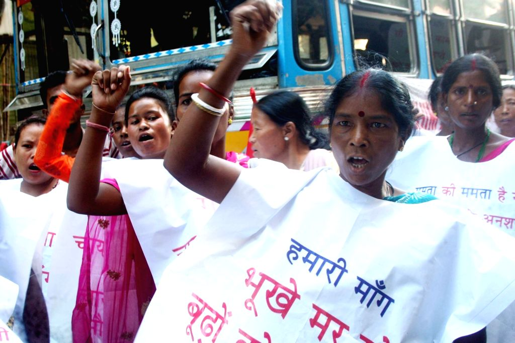 Women workers of Tea Gardens stage a demonstration in front of Duncan House in Kolkata on Sept 15, 2016.