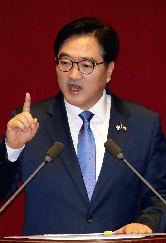 Woo Won-shik, floor leader of the ruling Democratic Party, makes a speech during a plenary session at the National Assembly in Seoul on Jan. 31, 2018.