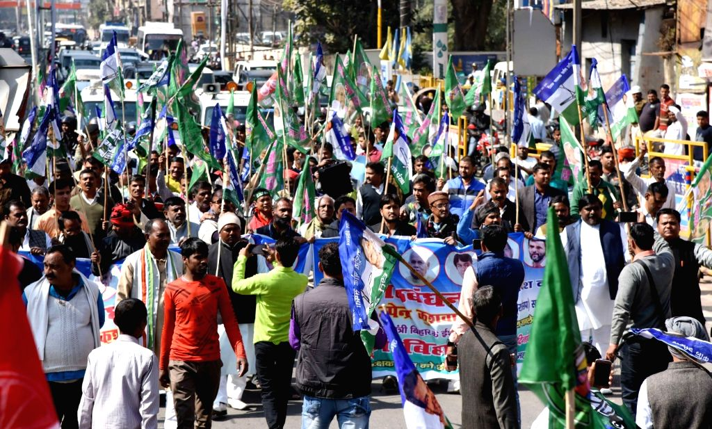 Workers of  'grand alliance' parties stage a demonstration during a statewide strike called to protest against police lathicharge on protesting Rashriya Lok Samata Party (RLSP) leaders and ... - Upendra Kushwaha