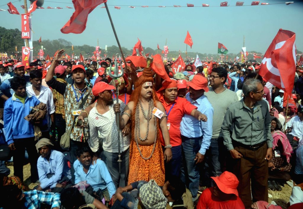 Workers of Left Front parties participate in a rally at Brigade Parade Ground in Kolkata on Feb 3, 2019.