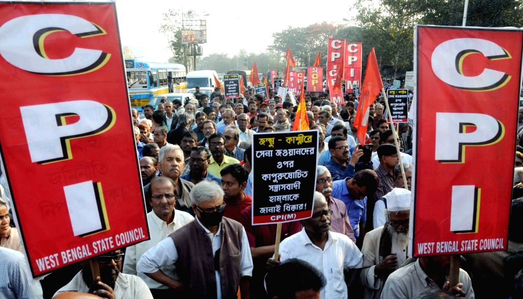 Workers of Left Front parties stage a demonstration to press for action against culprits in ponzi scheme scams in Kolkata on Feb 16, 2019.