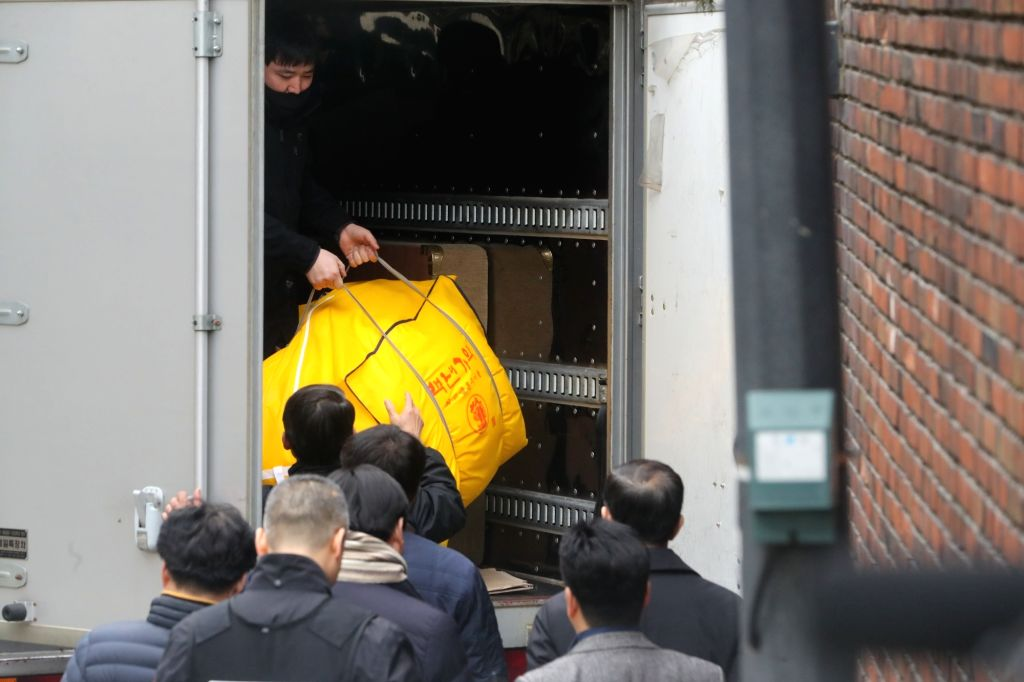 Workers unload dismissed President Park Geun-hye's belongings which were moved from the presidential office Cheong Wa Dae to her private residence in Samseong neighborhood in southern Seoul on ...