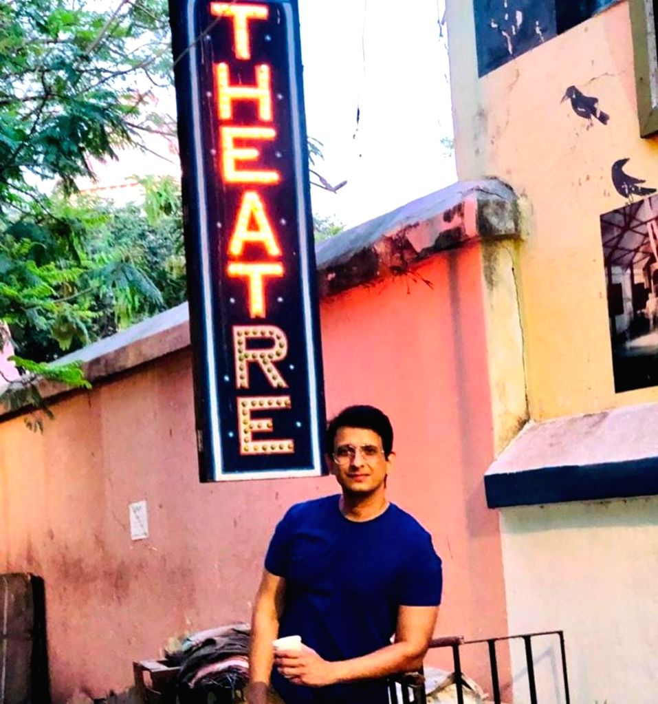 World Theatre Day: Bollywood expresses love for the stage