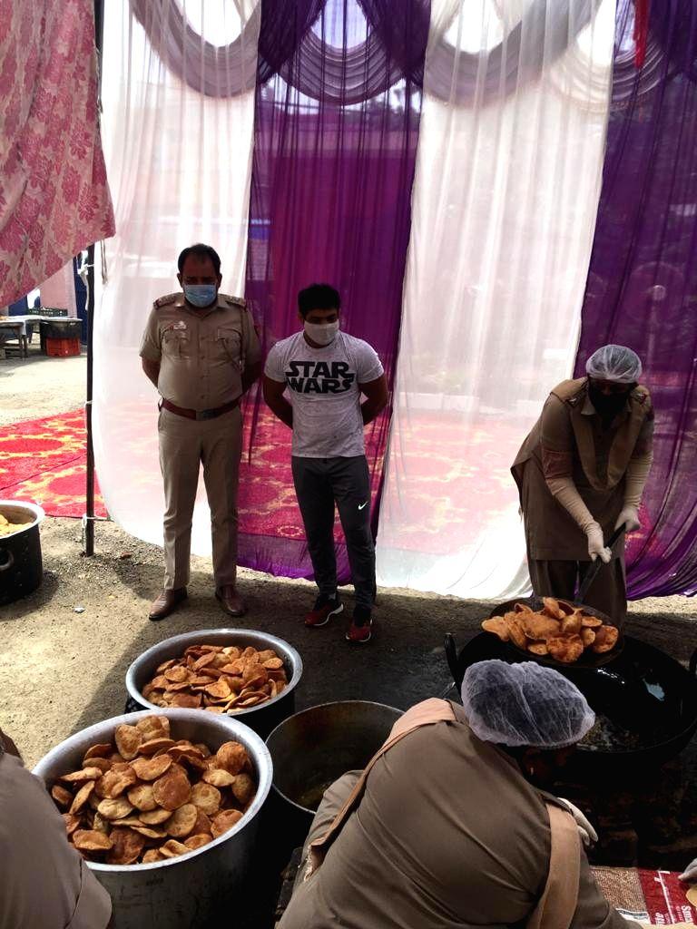 Wrestler Sushil Kumar distributes food during lockdown in Nazafgarh Police Station Dwarka District Delhi. - Sushil Kumar