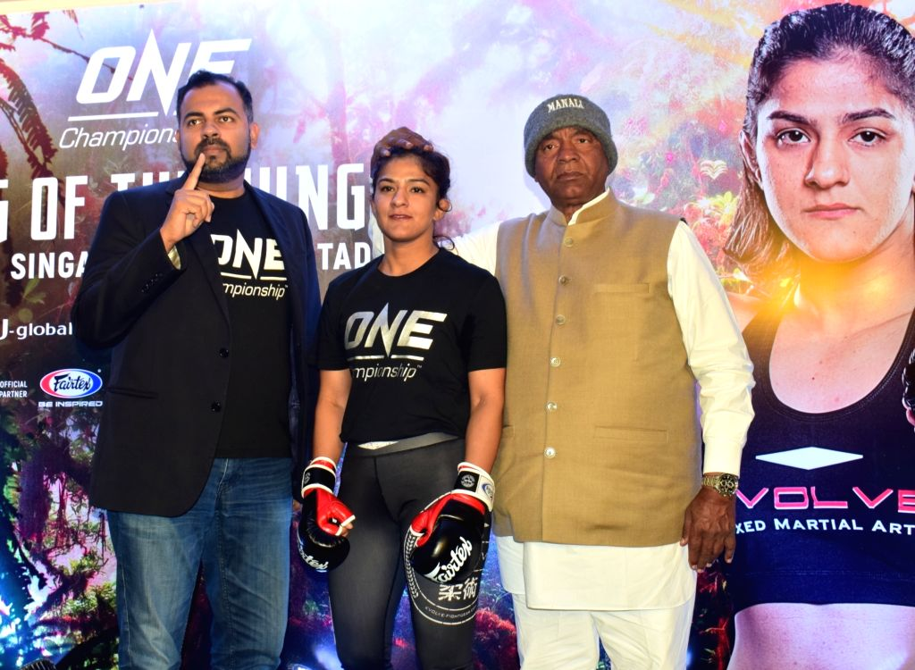 Wrestler-turned-Mixed Martial Arts fighter Ritu Phogat with her father and coach Mahavir Singh Phogat during her first open workout session ahead of her face-off with Chinese Taipei's Wu ... - Mahavir Singh Phogat