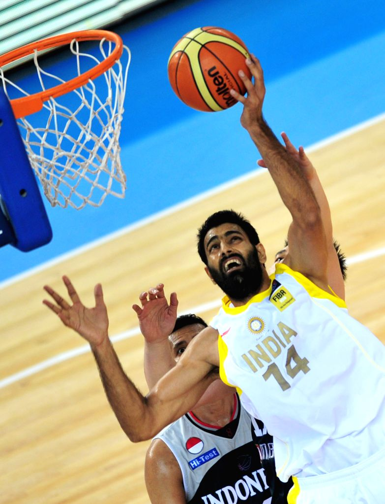 India's Yadwinder Singh (R) goes up for a shot during the match between India and Indonesia in the 5th FIBA Asia Cup basketball tournament in Wuhan, capital of ... - Yadwinder Singh
