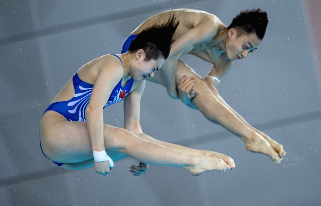 WUHAN, June 4, 2018 - Lian Junjie and Si Yajie (L) of China compete during the mix doubles 10m platform final at the FINA Diving World Cup 2018 in Wuhan, central China's Hubei Province, on June 4, ...