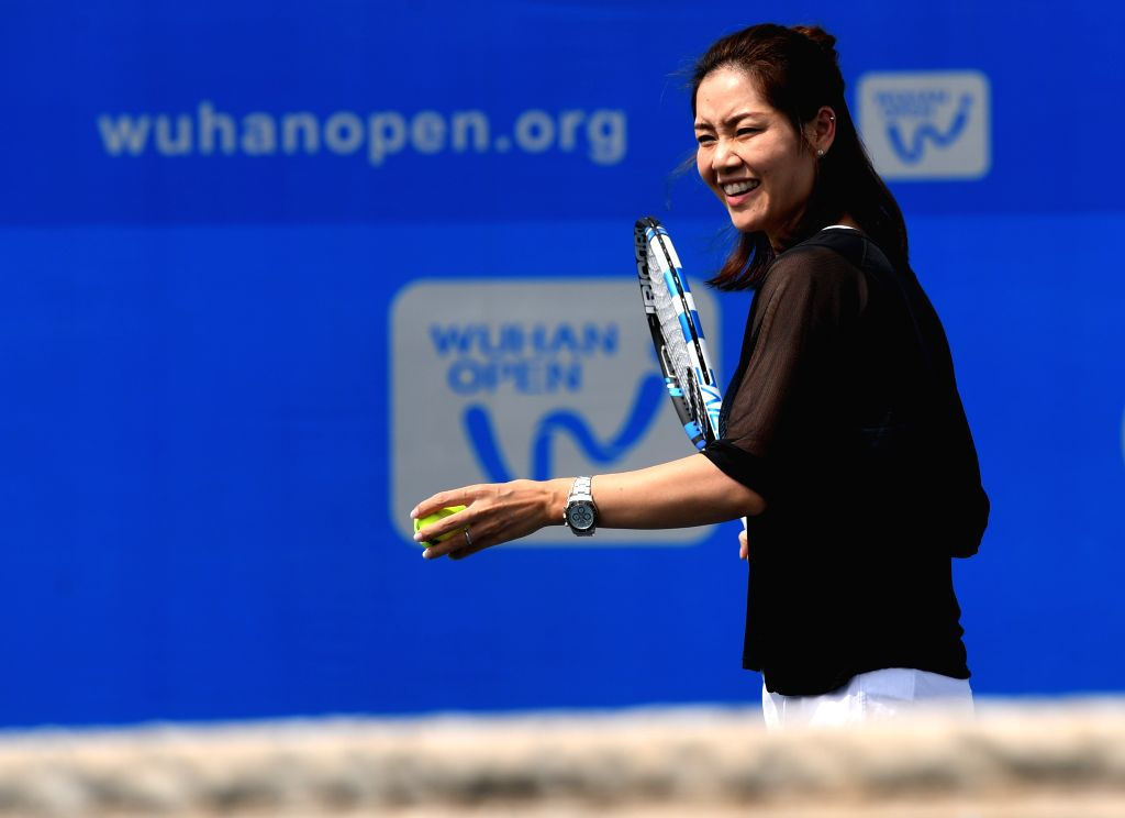 WUHAN,  Sept. 28,  2017 - Chinese two-time Grand Slam champion Li Na shows tennis skills to young players during the 2017 WTA Wuhan Open Project event in Wuhan, capital of central China's Hubei ...