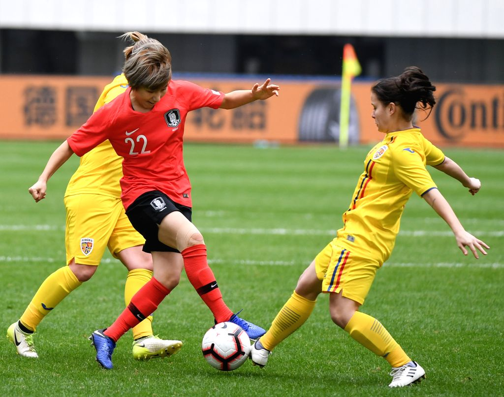 WUHUA, Jan. 17, 2019 (Xinhua) -- Yeo Minji (C) of South Korea competes during the match between South Korea and Romania at the CFA Team China International Women's Football Tournament Meizhou Wuhua 2019 in Wuhua, south China's Guangdong Province, Jan