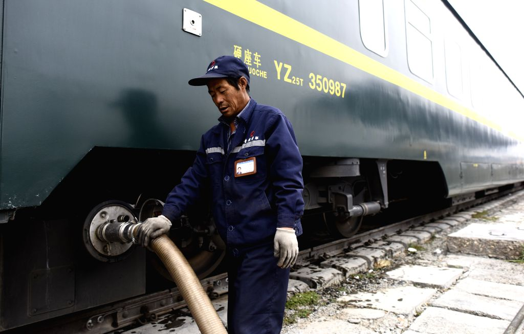 XINING, June 27, 2016 - A worker discharge sewage from a train at the Golmud Station of the Qinghai-Tibet railway in Golmud, northwest China's Qinghai Province, May 26, 2016. The 1,956-kilometer-long ...