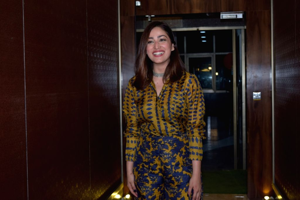 Yami Gautam flaunts her early-morning, oiled hair look