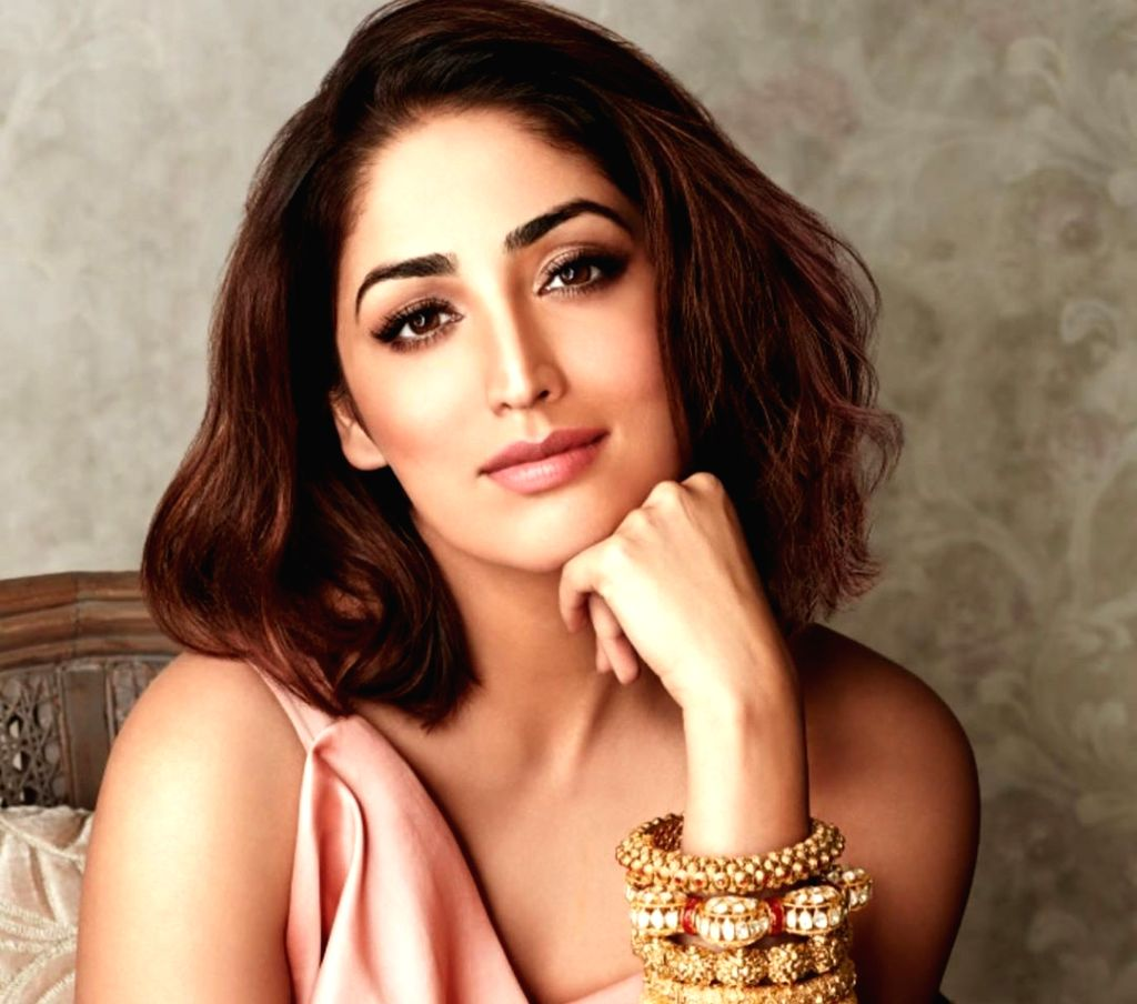 Yami Gautam starts her Monday flaunting a modern yet traditional avatar. The Bollywood beauty posted a picture of her on Instagram where she is seen in a modern peach-coloured dress, which she has teamed up with traditional heavy gold bangles. Yami h