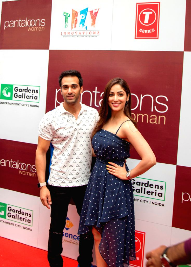 Yami Gautam with Pulkit Samrat at the launch of Pantaloons Noida