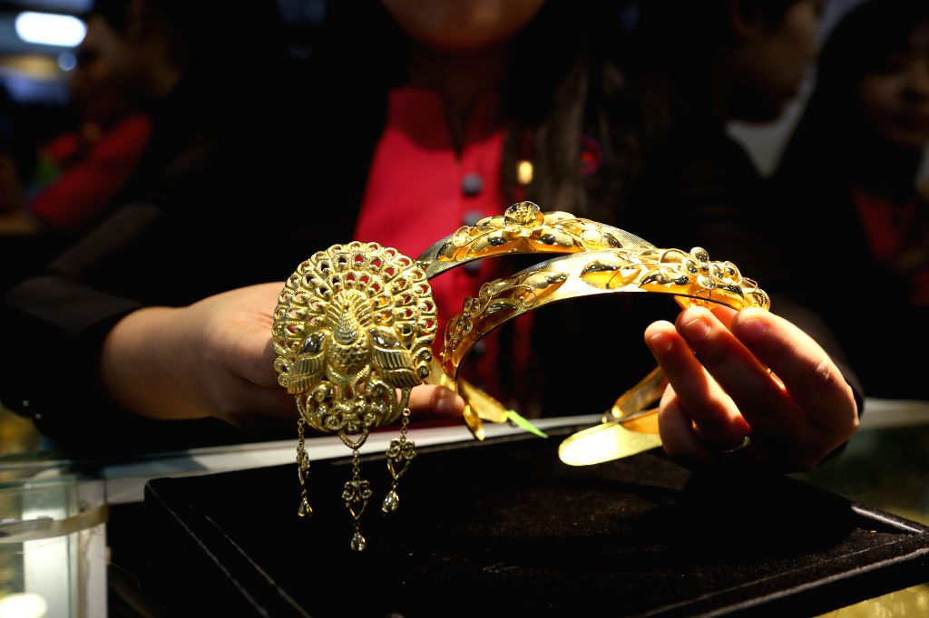 YANGON, Aug. 13, 2019 - A salesperson shows gold ornaments at a jewelry shop in Yangon, Myanmar, Aug. 13, 2019. Myanmar's domestic gold price edged higher with around 1.23 million kyats (816 U.S. ...