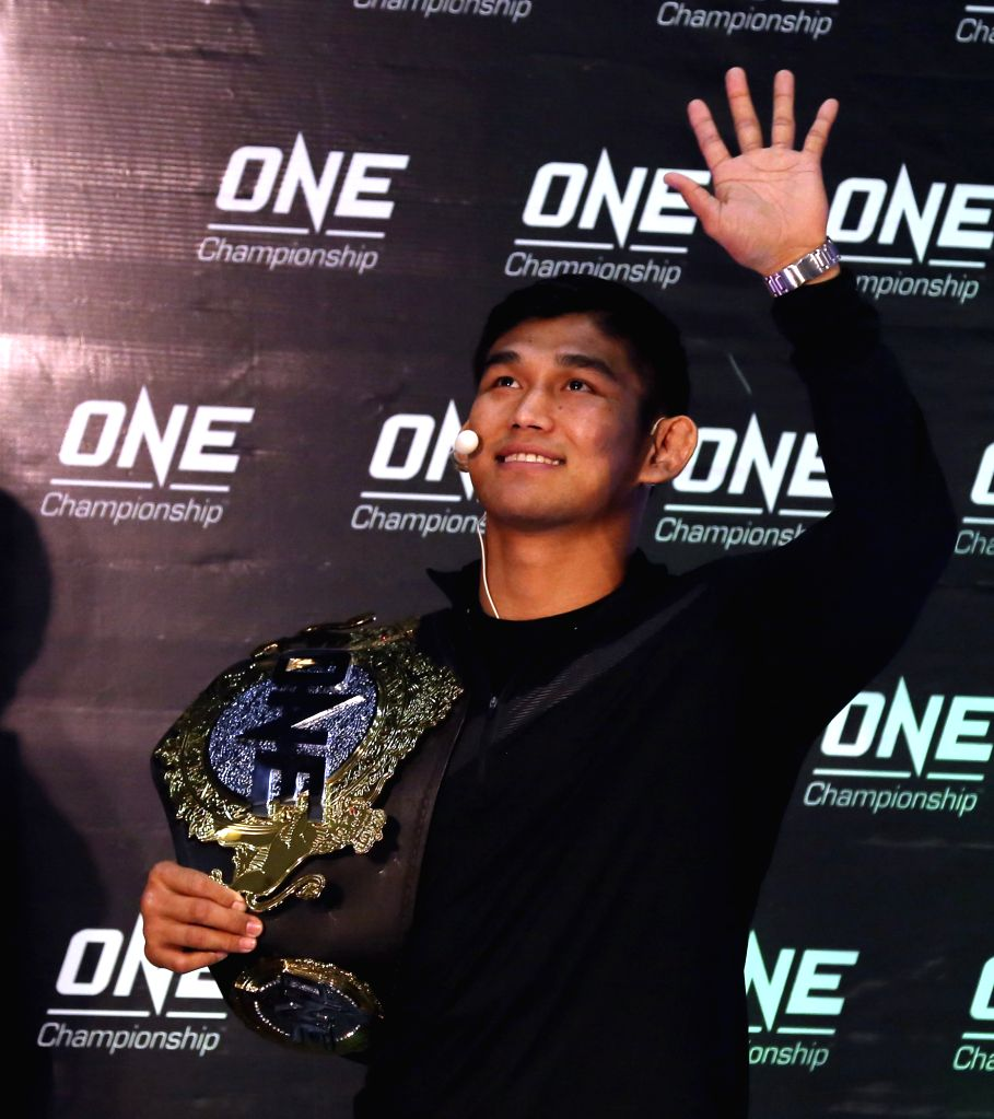 YANGON, Jan. 23, 2018 - Mixed Martial Arts (MMA) fighter Aung La N Sang waves to audience during the open workout of QUEST FOR GOLD in Yangon, Myanmar, Jan. 23, 2018. ONE middleweight World Champion ...