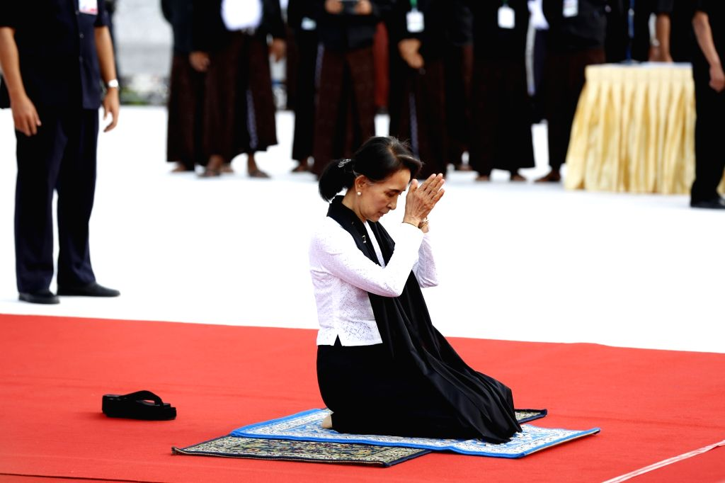YANGON, July 19, 2016 - Aung San Suu Kyi, daughter of late General Aung San, pays homage during the country's 69th Martyrs' Day ceremony in Yangon, Myanmar, July 19, 2016. Myanmar held a state ...
