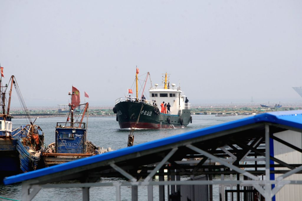 YANTAI, May 30, 2016 - A fishing vessel prepare to dock at Dongkou port in Yantai, east China's Shandong Province, May 30, 2016. The summer fishing moratorium in the Yellow Sea, Bohai Sea and East ...