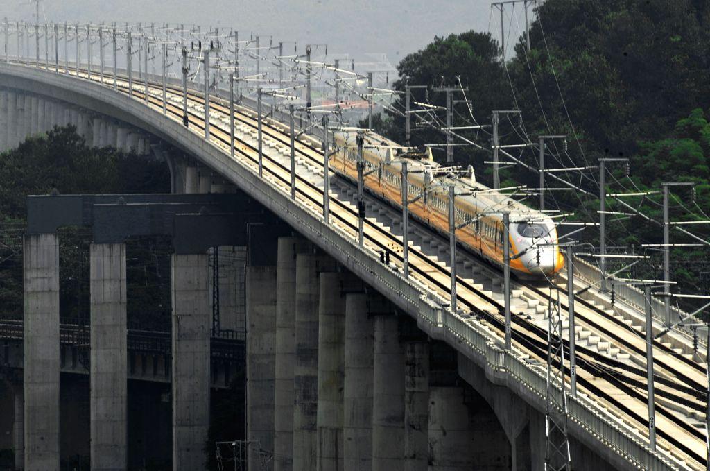 A bullet train runs for test in the Yiwu section of  Hangzhou-Changsha high-speed railway in Yiwu City, east China's Zhejiang Province, Aug. 3, 2014. The 933-kilometer .