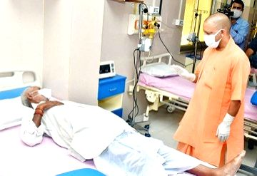 Yogi visits all 18 divisions in UP to review Covid situation.(photo:IANS Twitter)