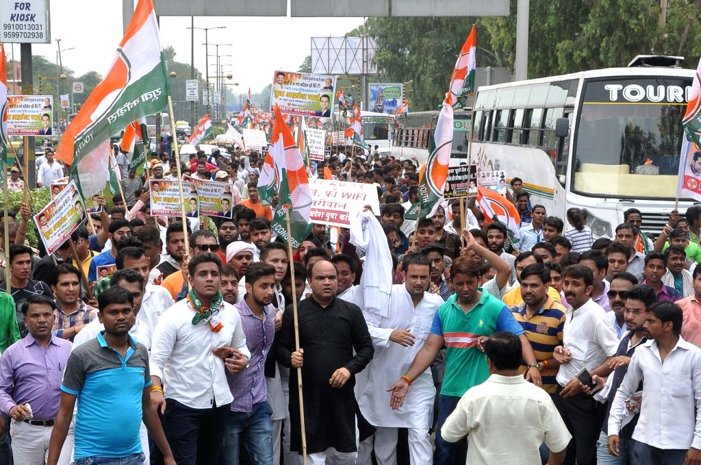 """Youth Congress activists participate in """"Yuva Aakrosh March"""" to demand new colleges in New Delhi on June 30, 2016."""