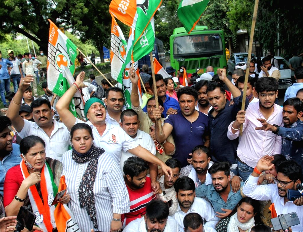 youth Congress Activists shout slogans as they protesting against Sunday's killing of four farmers in Uttar Pradesh Lakhimpur Kheri in New Delhi on Monday October 04 , 2021
