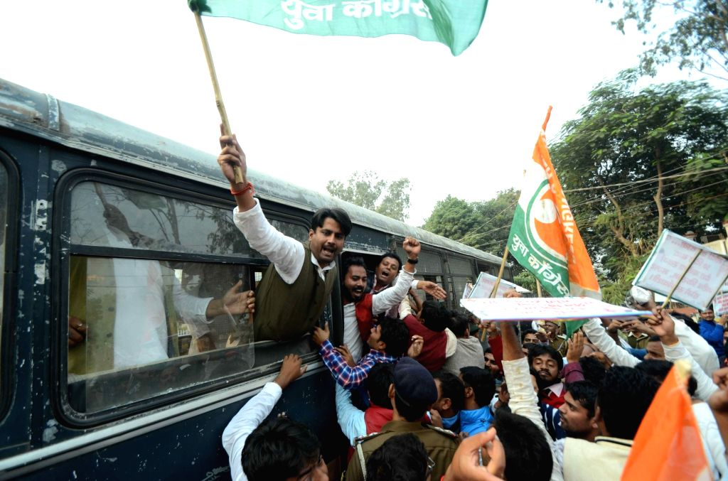 Youth Congress activists stage a demonstration against demonetisation in Patna on Nov 27, 2016.