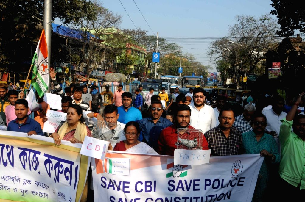 Youth Congress activists stage a demonstration against the West Bengal and the Central Governments in Kolkata on Feb 13, 2019.