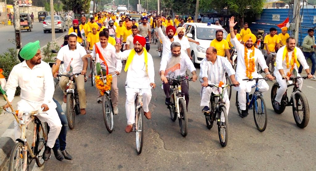 """Youth Congress workers participate during a cycle rally """"Jawani Sambhaal Yatra"""" in Ludhiana on Sept 28, 2016."""