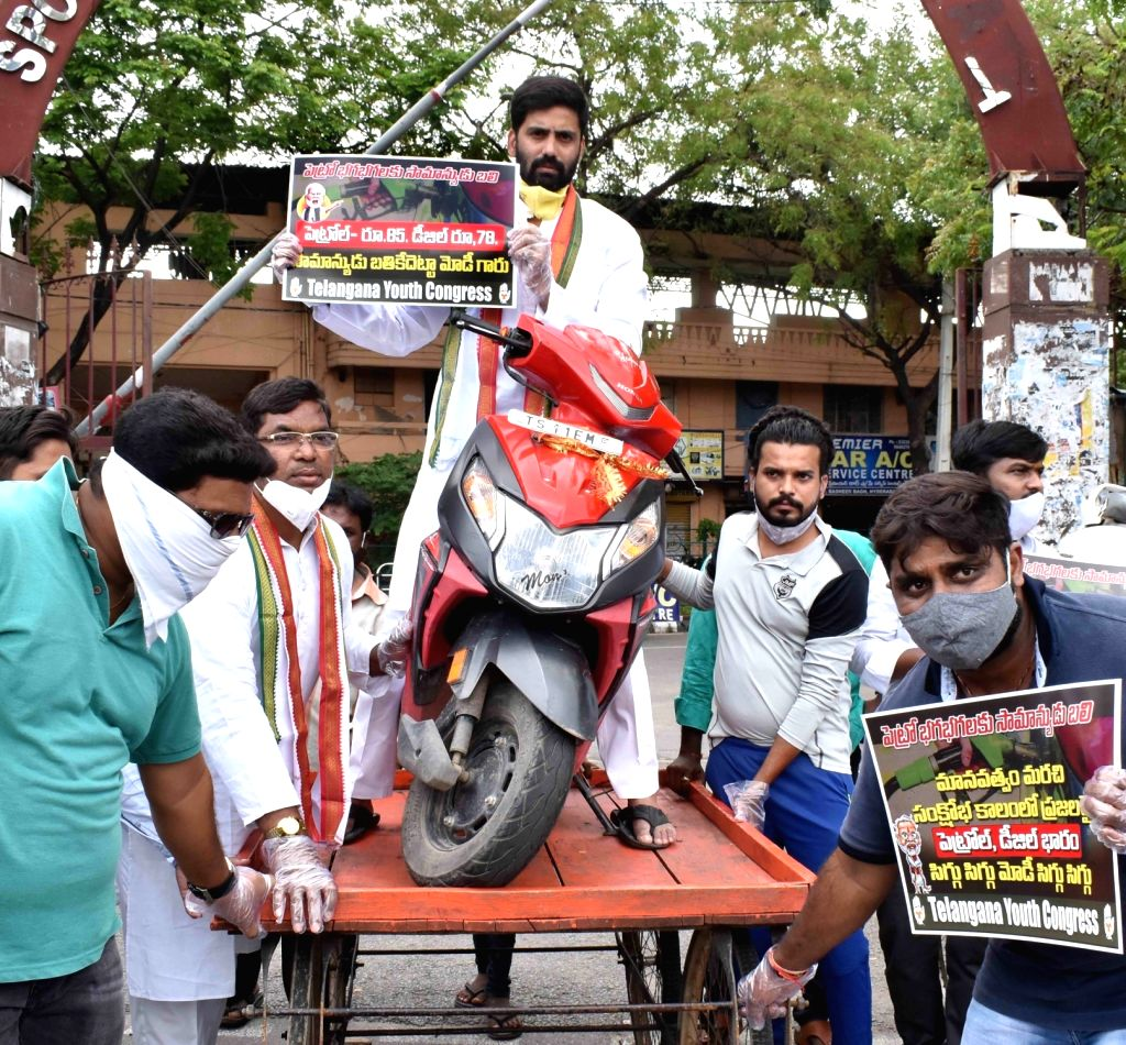 Youth Congress workers protest against hike in the prices of petrol and diesel, in Hyderabad on June 23, 2020. (hoto: IANS)