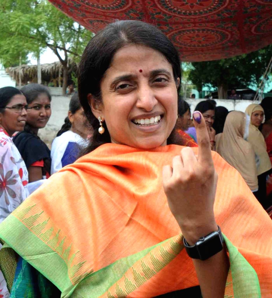 YSR Congress Party President Y.S. Jagan Mohan Reddy's wife YS Bharathi Reddy shows her inked finger after casting her vote for the first phase of 2019 Lok Sabha elections in Andhra ... - Bharathi Reddy