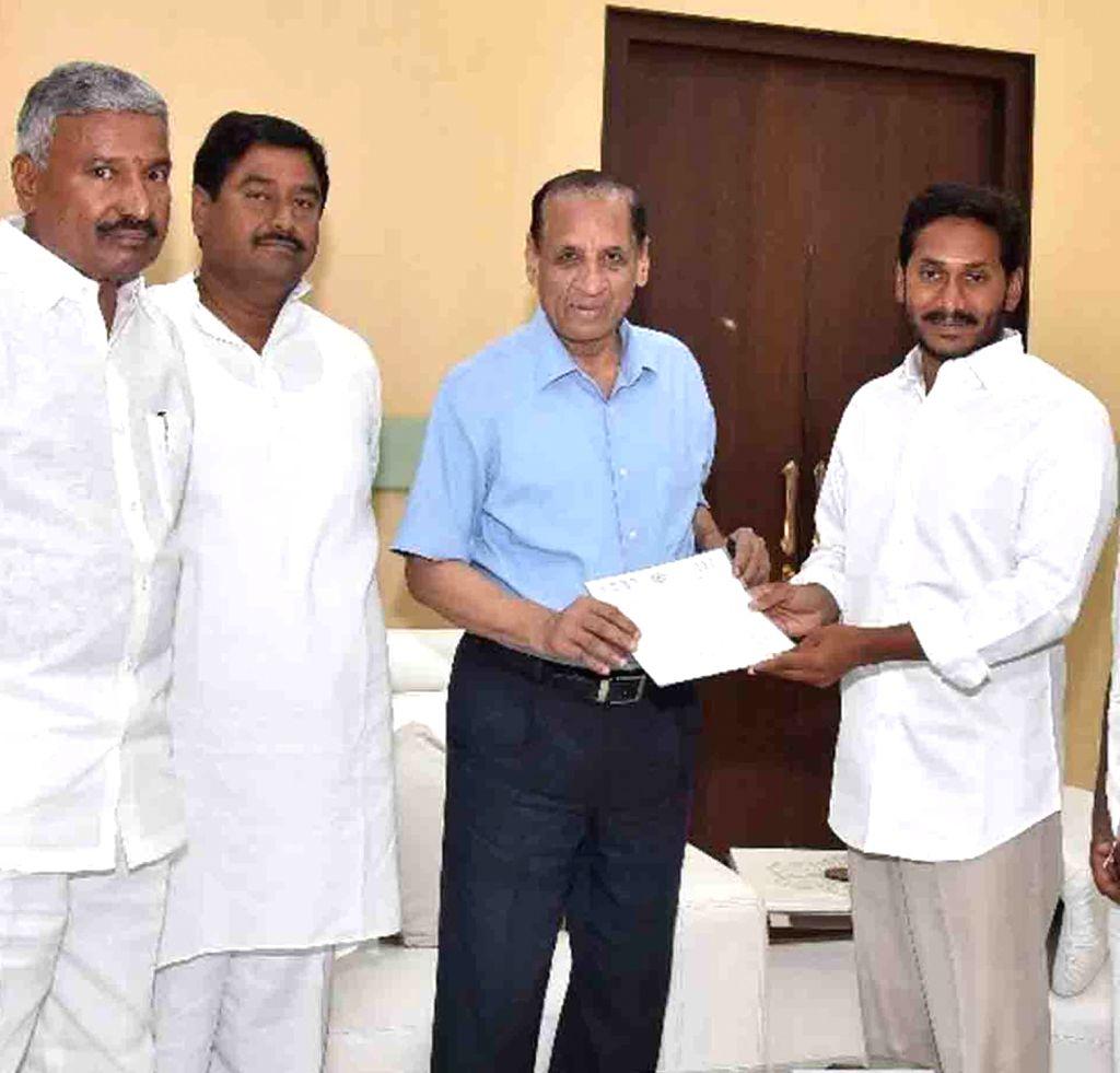 Y S  Jagan Mohan Reddy meets E  S  L  Narasimhan