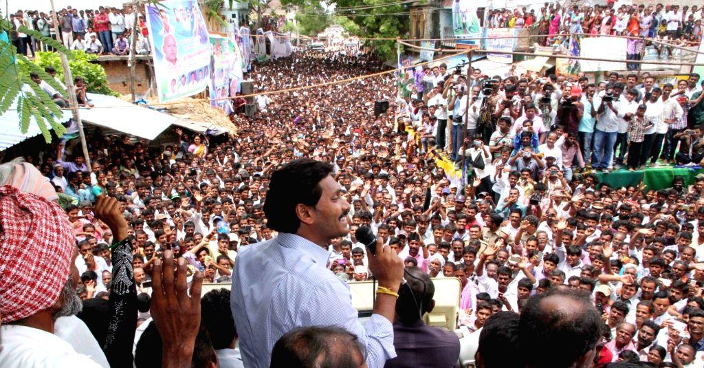 YSRCP chief YS Jagan Mohan Reddy addresses during a Rythu Bharosa Yatra in Anantapur district of Andhra Pradesh on June 4, 2016. - Jagan Mohan Reddy