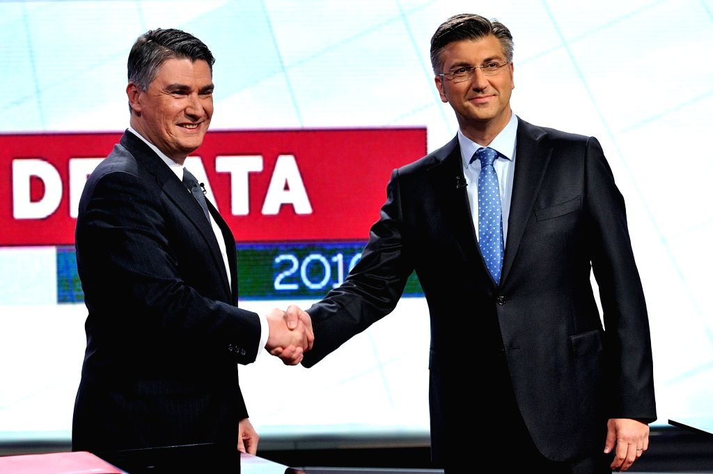 ZAGREB, Aug. 12, 2016 - Zoran Milanovic (L), leader of the Social Democrat Party (SDP) shakes hands with Andrej Plenkovic, the newly elected president of the Croatian Democratic Union (HDZ), before a ...