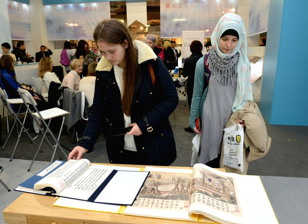 ZAGREB, Nov. 13, 2016 - Visitors read Chinese books at the 39th International Book Fair in Zagreb, Croatia, Nov. 12, 2016. The six-day fair, which kicked off on Tuesday, attracted more than 300 ...