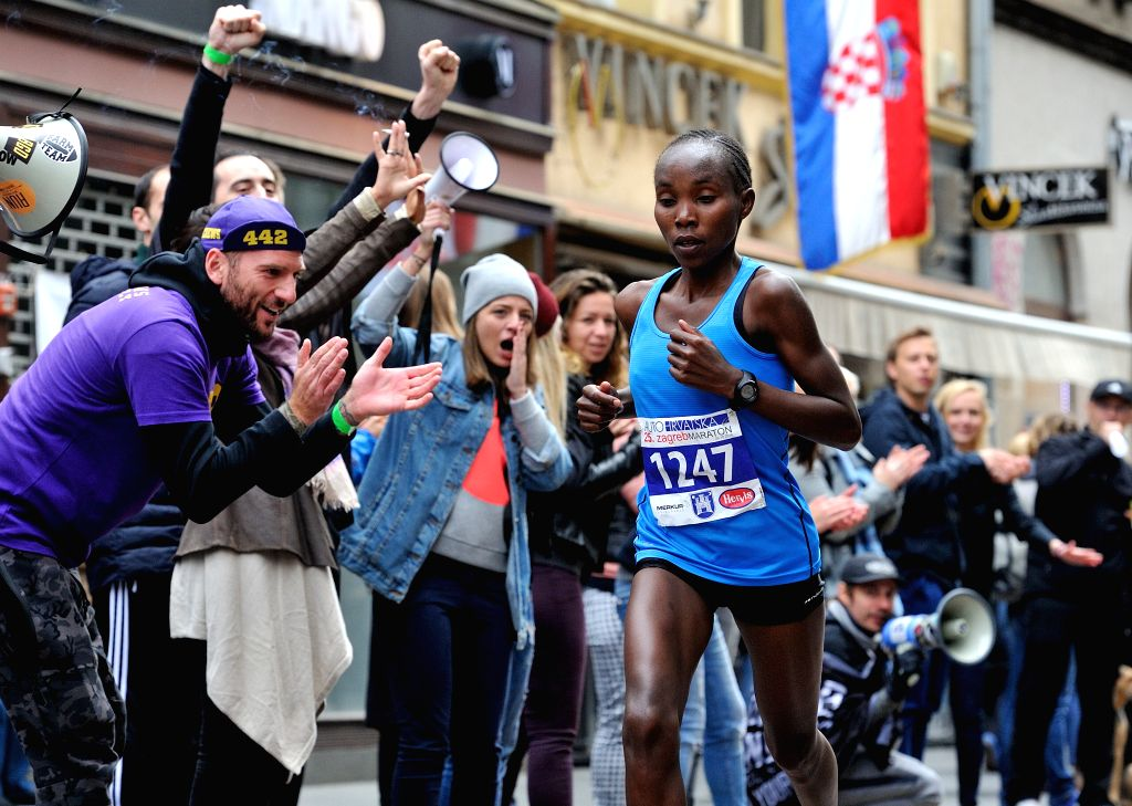 ZAGREB, Oct. 9, 2016 - Citizens cheer for a female athlete during the 25th Zagreb International Marathon race in Zagreb, capital of Croatia, Oct. 9, 2016.