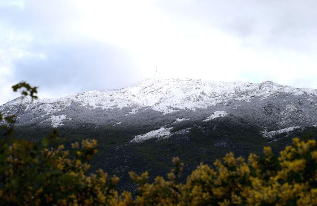 Zagvozd (Croatia), May 7, 2019 Photo taken on May 6, 2019 shows snow-covered Biokovo Mountain by the Adriatic coast near Zagvozd, Croatia. Strong wind, rain and a sharp drop in ...