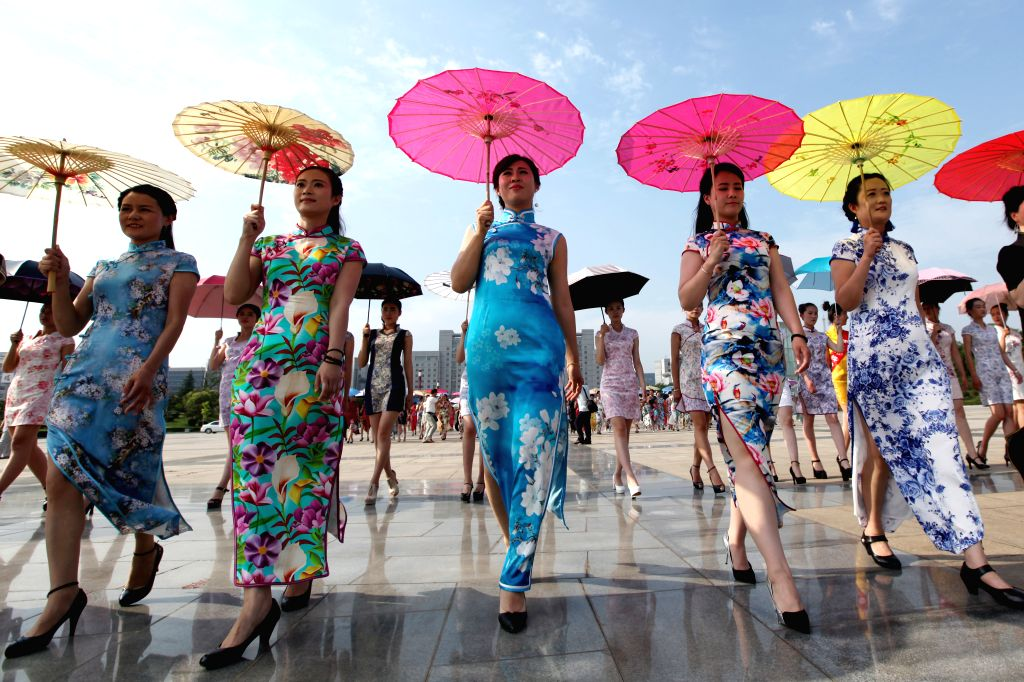 ZAOZHUANG, June 27, 2016 - Women present cheongsam, a traditional Chinese women's dress also known as Qipao, at Donghu Park in Zaozhuang City, east China's Shandong Province, June 26, 2016. Over 400 ...