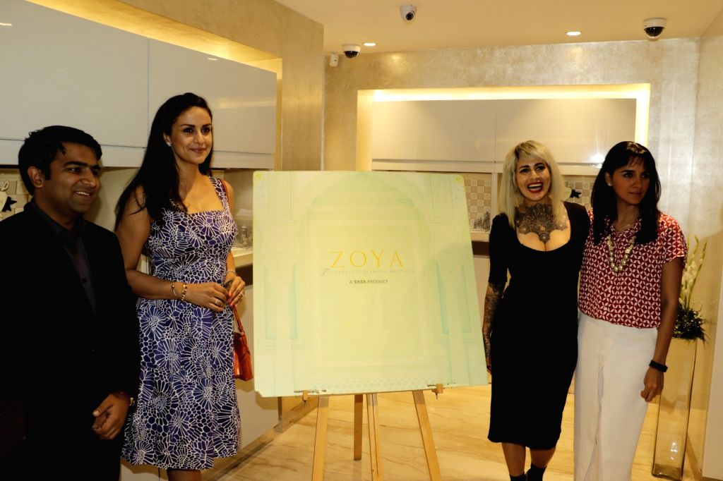 Zoya`s Jeetendra Haryani, Gul Panag, Sapna Bhavnani and Shruti Seth arrives for a discussion on summer style and beauty trends by Zoya boutique in Mumbai on April 20, 2016. - Gul Panag and Shruti Seth