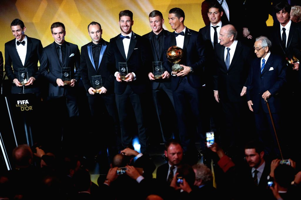 Award winners and guests pose at the end of the FIFA Ballon d`Or award ceremony at the Kongresshaus in Zurich, Switzerland, Jan. 12, 2015.
