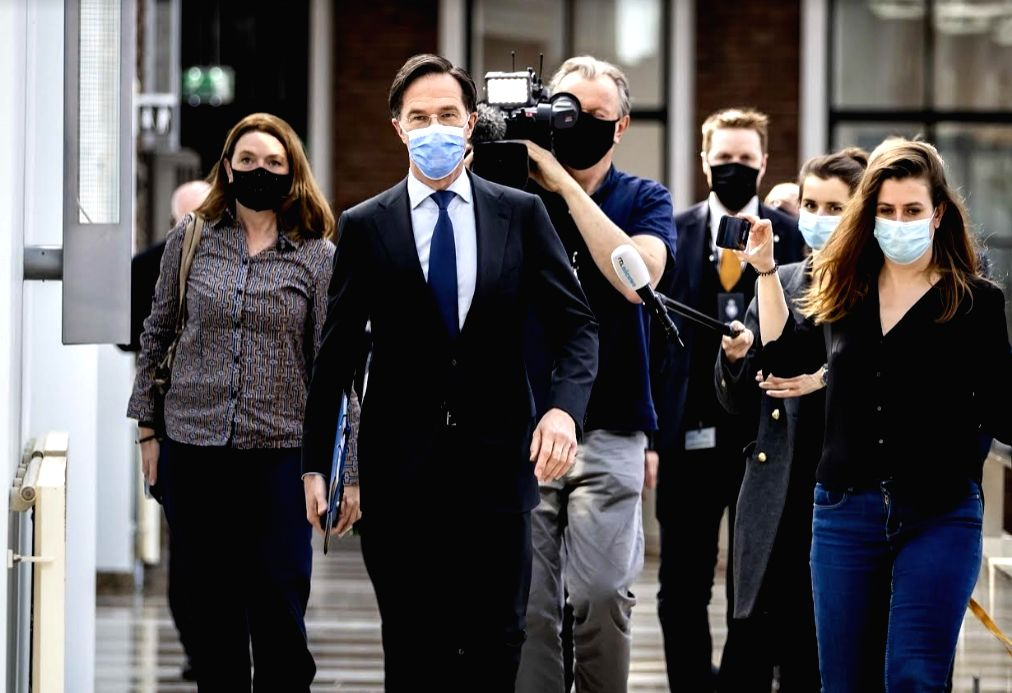 01 April 2021, Netherlands, The Hague: Netherlands' Prime Minister Mark Rutte (2nd L) is followed by journalists in the parliament building. Rutte is in serious trouble after he misinformed parliament and actively sought to move an inconvenient lawma