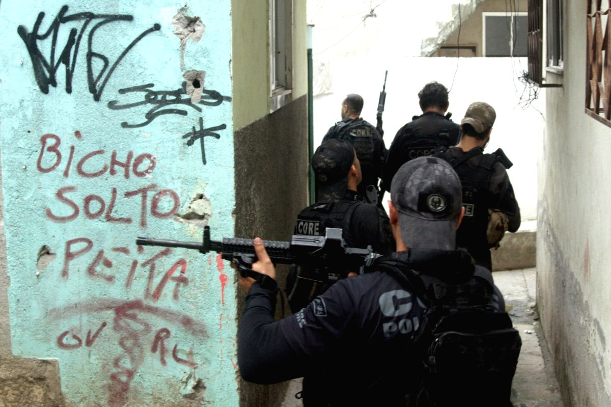 06 May 2021, Brazil, Rio de Janeiro: Police officers carry out an operation against gangs in the favela Jacarezinho where at least 25 people have died in a shoot-out during the raid. Photo: Jose Lucena/TheNEWS2 via ZUMA Wire/dpa