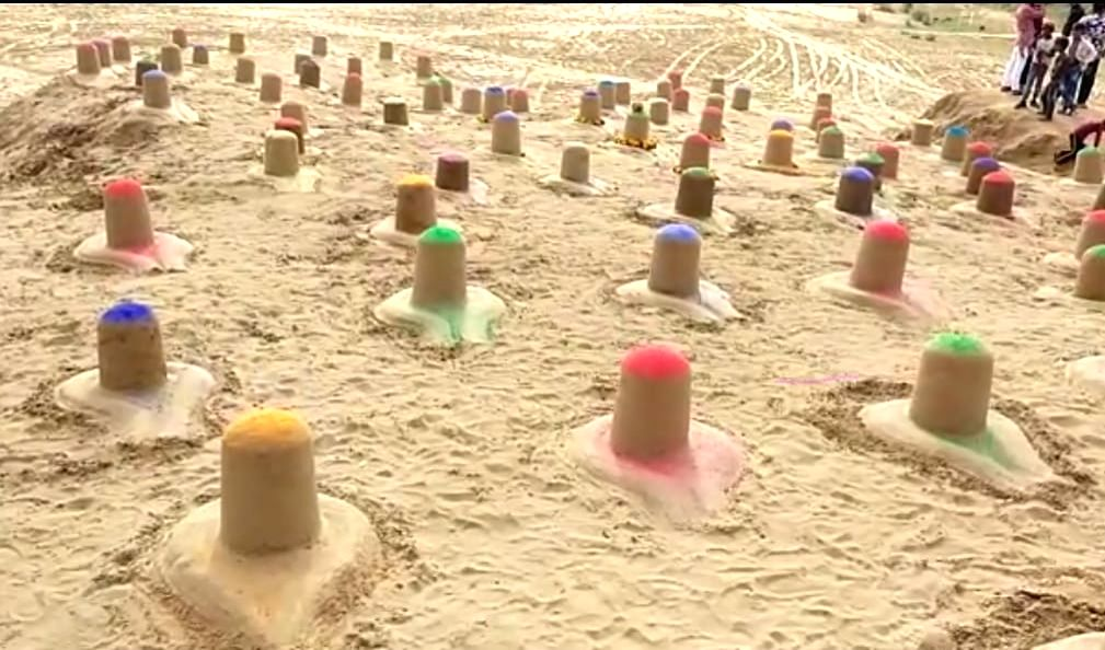 108 colourful shiva lingams in Pushkar become centre of attraction