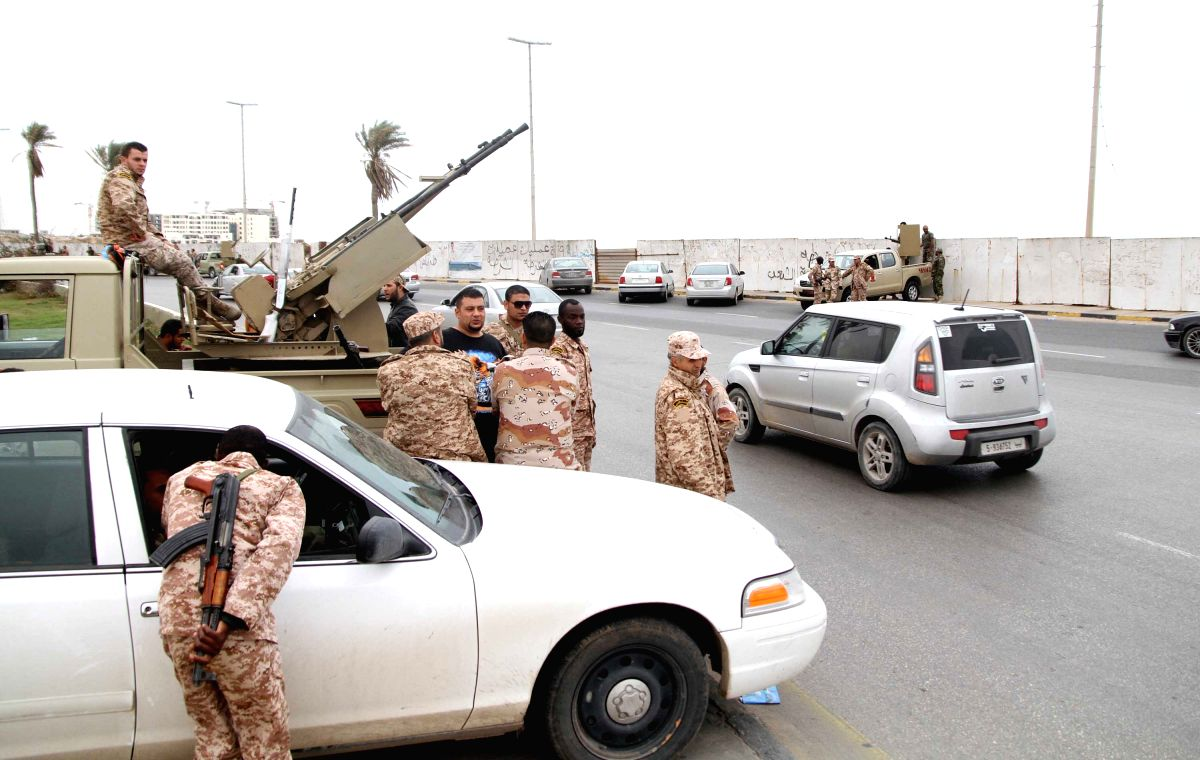 (131118) -- TRIPOLI, Nov. 18, 2013 (Xinhua) -- Libyan soldiers with an anti-aircraft machine gun mounted on a vehicle deploy in Tripoli, Libya, Nov. 18, 2013. Libyan army units have been ordered to take up positions across the capital Tripoli, three
