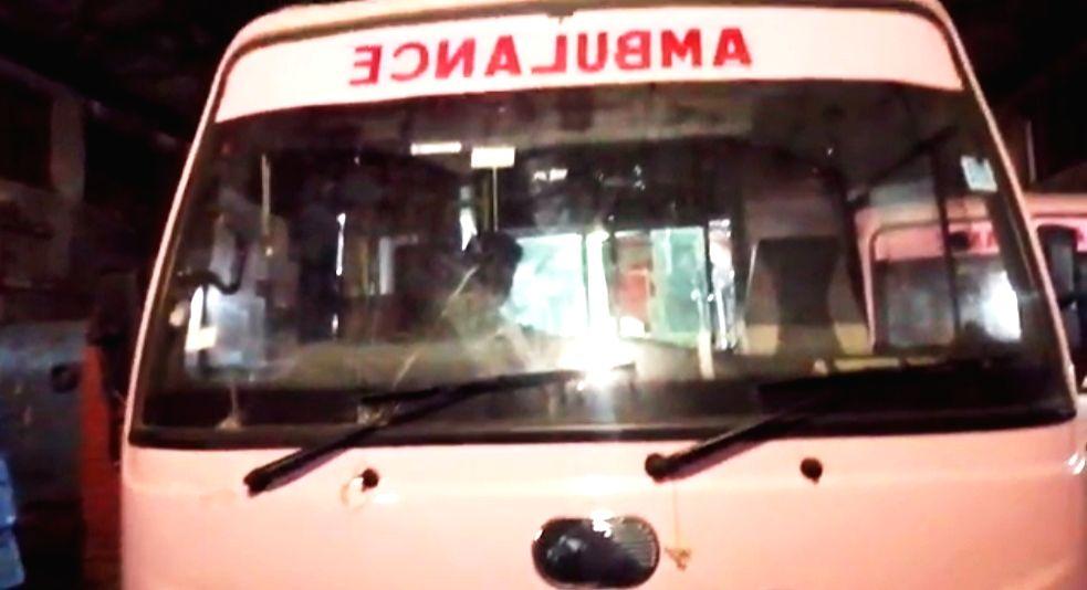 2 covid patients die as Telangana Police turn back Andhra ambulances