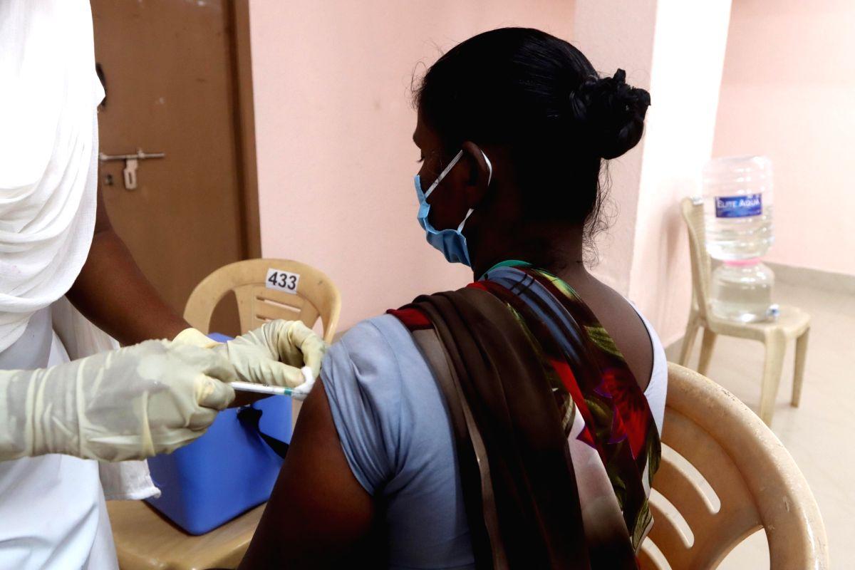 2000 people get vaccinated in Chennai Nehru Stadium on Saturday 20th March, 2021. (Photo: R Parthibhan/IANS)