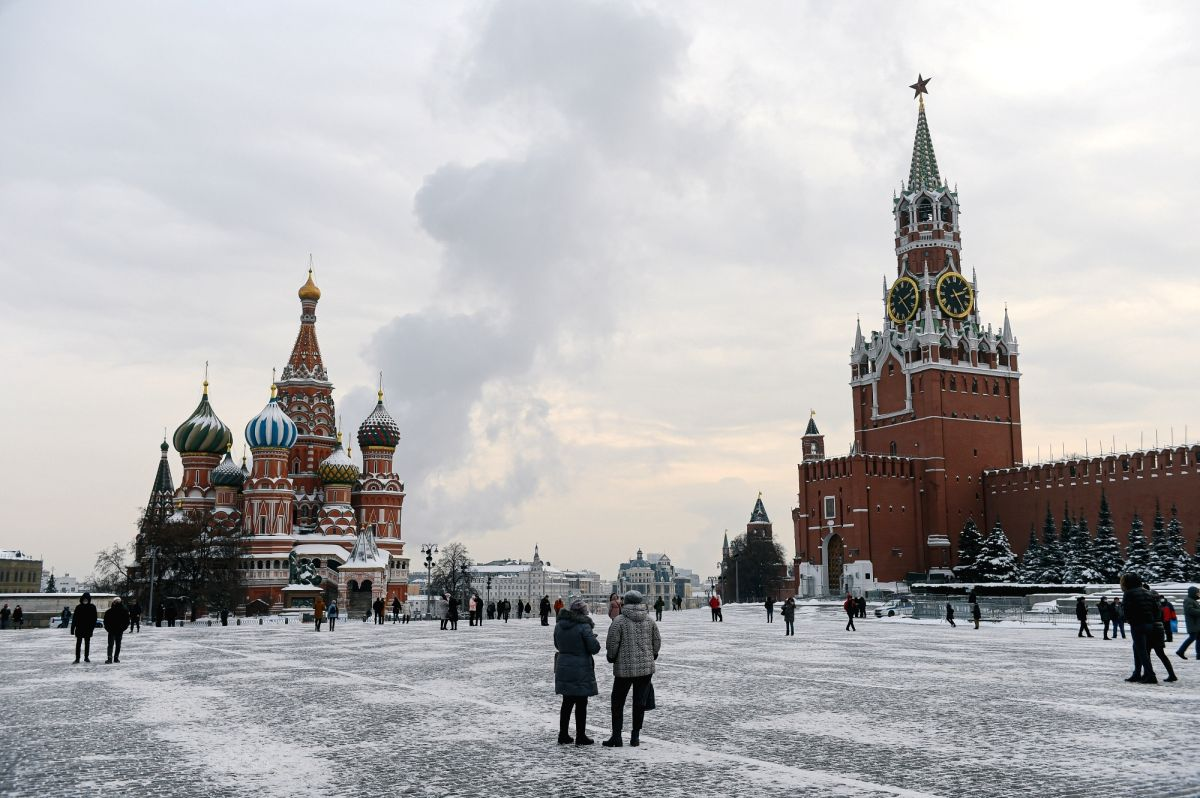 (260121) People walk in Red Square in Moscow, Russia, on Jan. 15, 2021. (Xinhua/Evgeny Sinitsyn)