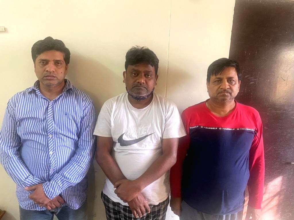 3 held for trying to dupe nursing home