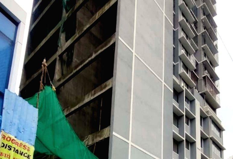 5 killed as service lift crashes in Mumbai high-rise.