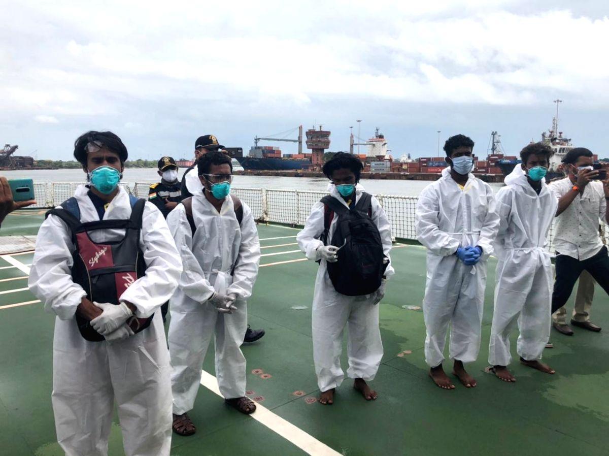 9 stranded crew rescued after cyclone Tauktae crosses Karnataka